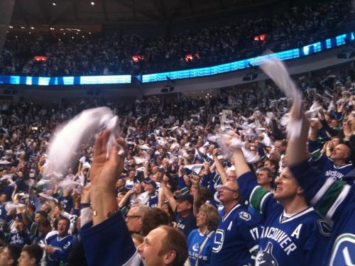 Daniel Sedin scores winner for Canucks