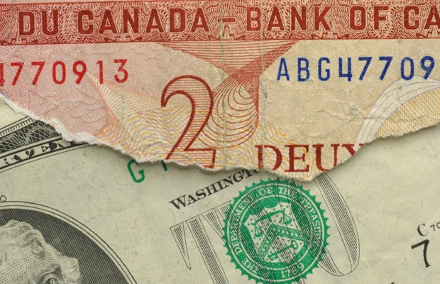 Waning dollar not expected to deter Canadian shoppers
