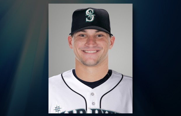 Mariners place Zunino on DL with hand fracture
