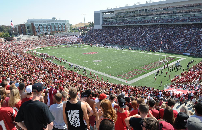 wsu cougars washington state univeristy pac 12 football martin stadium crowd