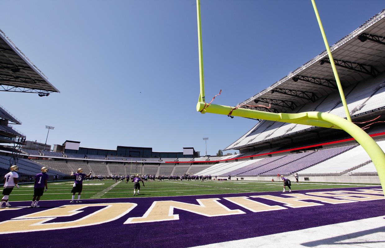 uw university of washington huskies husky stadium endzone