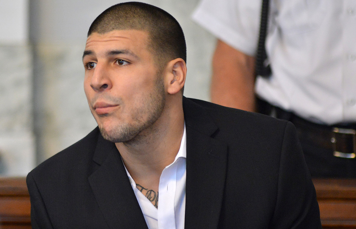 Aaron Hernandez charged with jail scuffle, threat