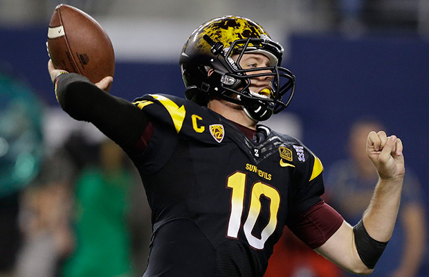 Arizona State quarterback Taylor Kelly (10) passes during the first half of an NCAA college football game against the Notre Dame Saturday, Oct. 5, 2013, in Arlington, Texas.
