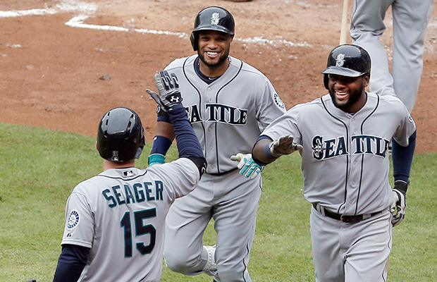 Cano, Paxton lead Mariners to win over Tigers