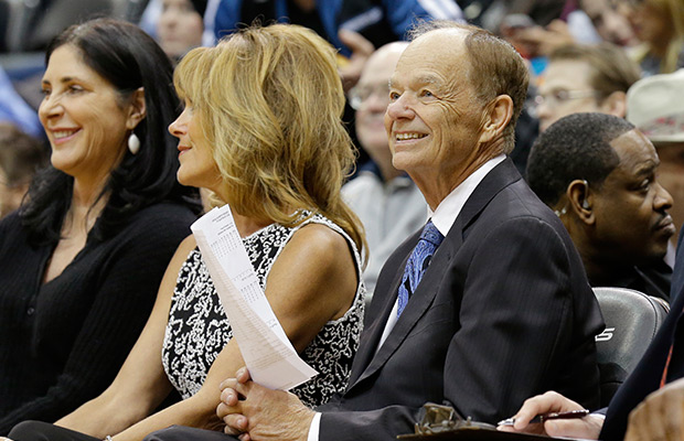 Minnesota's Glen Taylor leads owners in discussion on Sterling