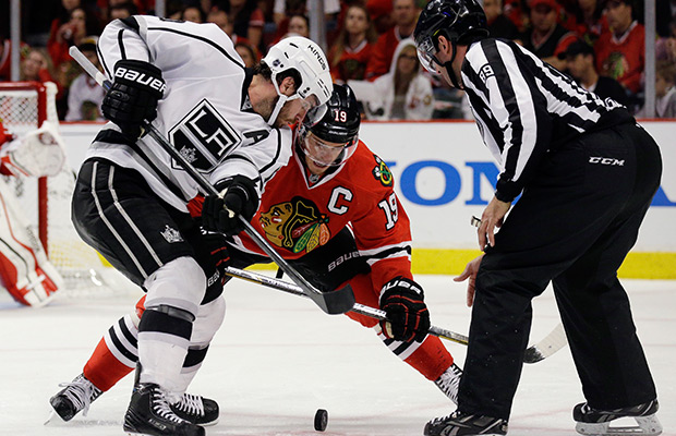Kings pull even in series with Blackhawks