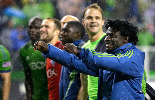 Martins leads Sounders past Fire