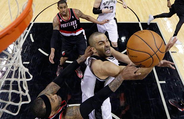 Spurs blast Blazers