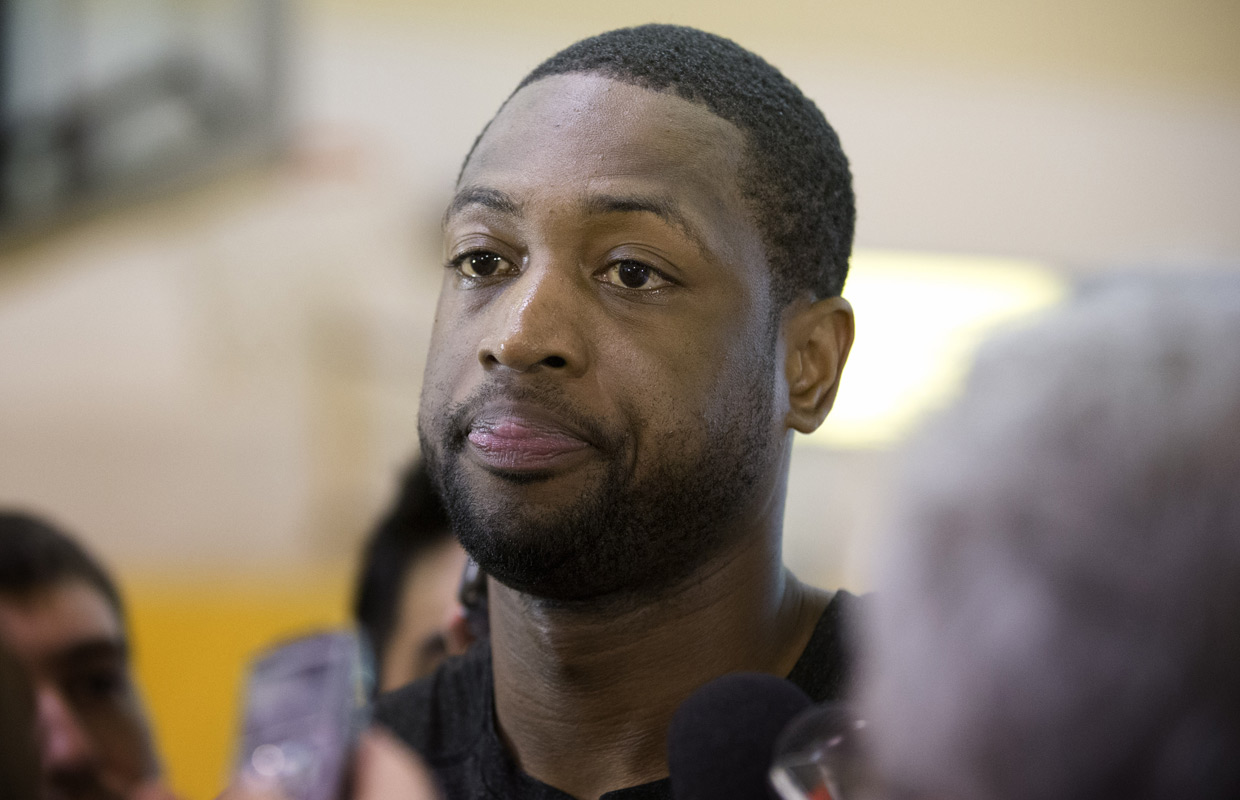 Dwyane Wade re-signs with Miami Heat