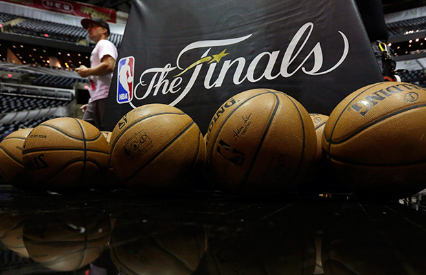 NBA Finals: San Antonio routs Miami in Game 3