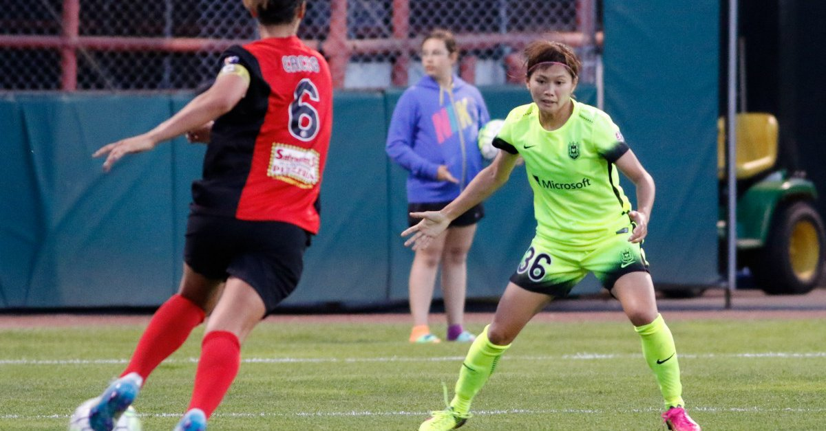 NWSL match on small field draws criticism