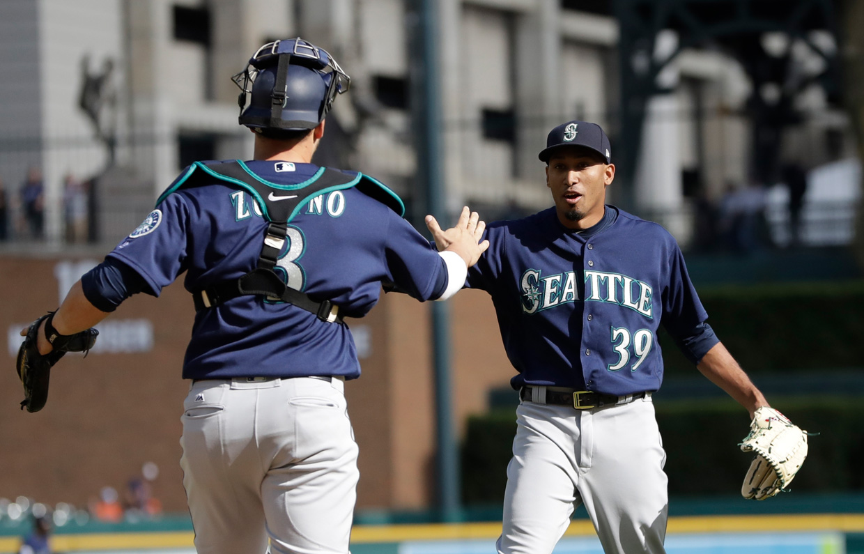 Mariners make roster moves for return of Cano