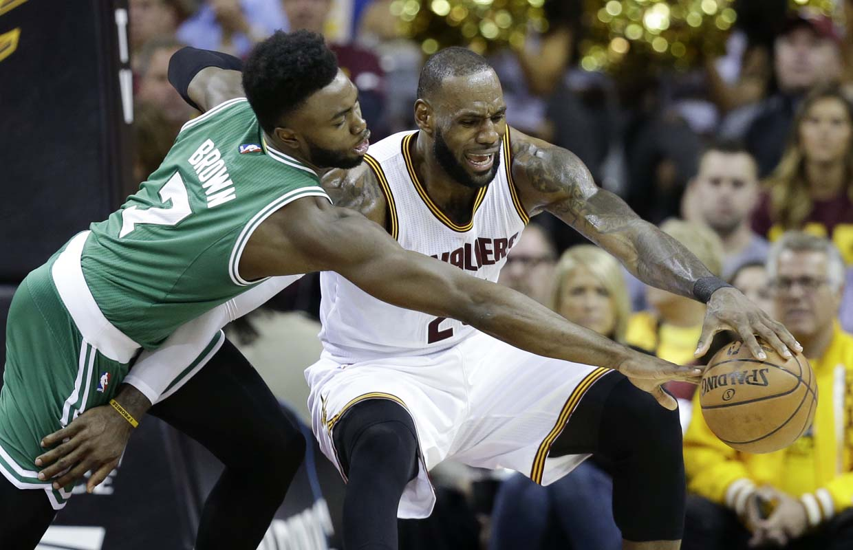 LeBron, Cavs try to shake 'weird' loss in Game 3 to Celtics