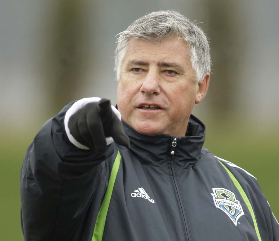 LA Galaxy fire Curt Onalfo, hire Sigi Schmid as replacement