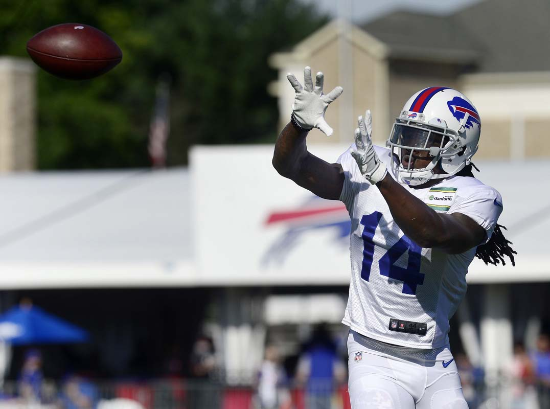 Bills trade WR Watkins to Rams, acquire WR Matthews