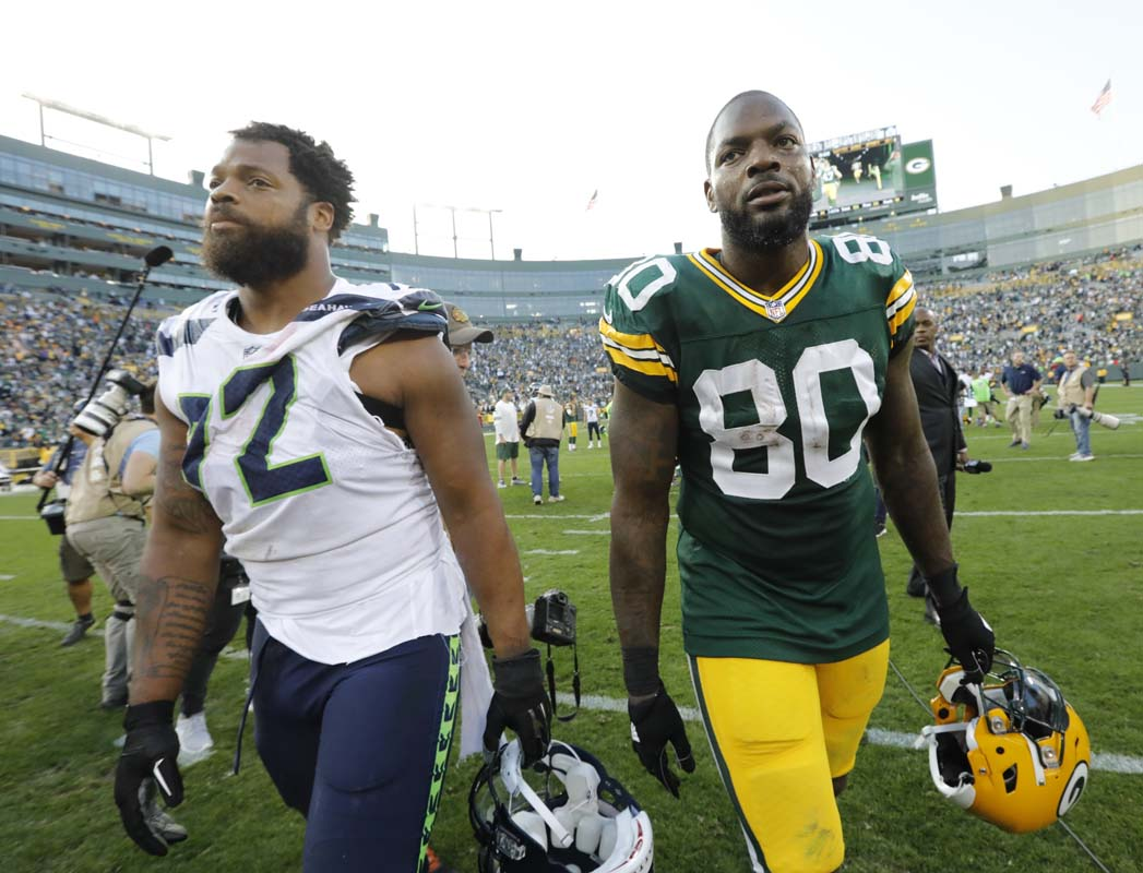 Michael Bennett sits for anthem in Green Bay Brother raises fist