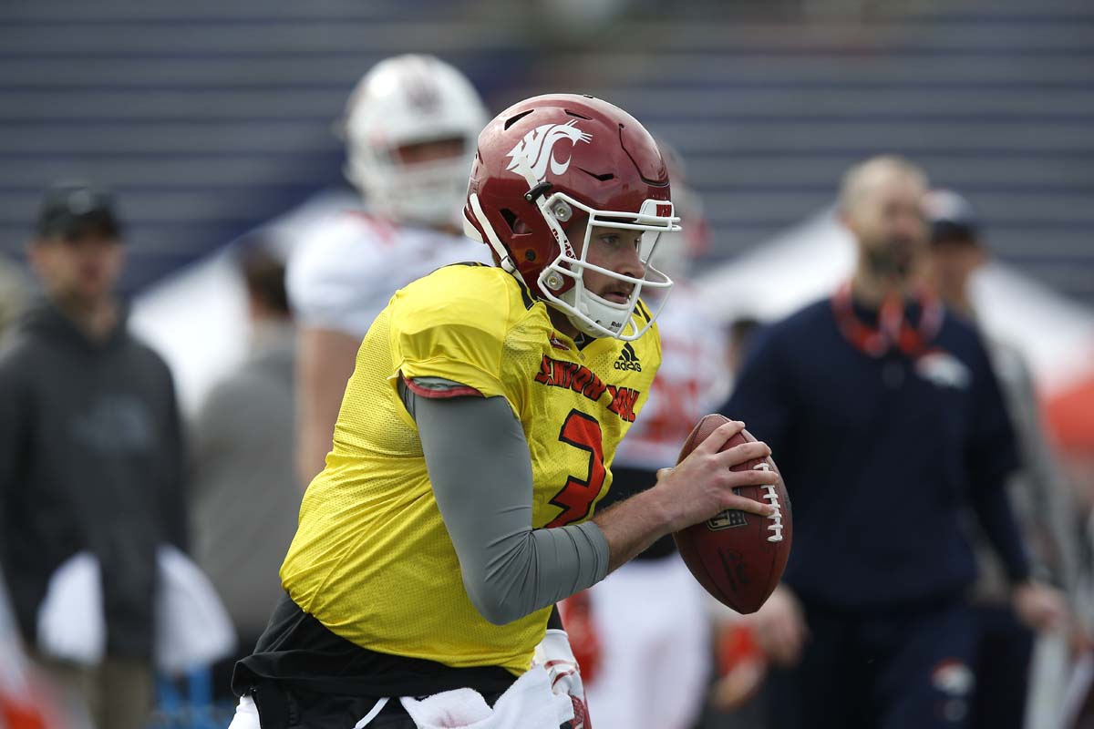 Luke Falk honors Tyler Hilinski by switching numbers at Senior Bowl""